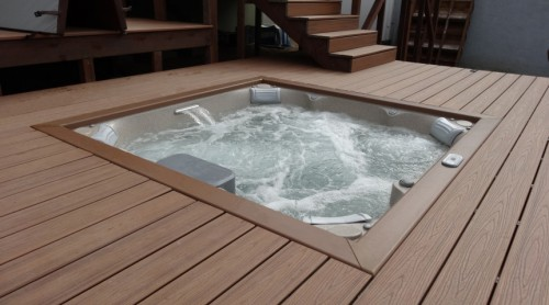 Jacuzzi Hot Tub – Portable or Permanent?